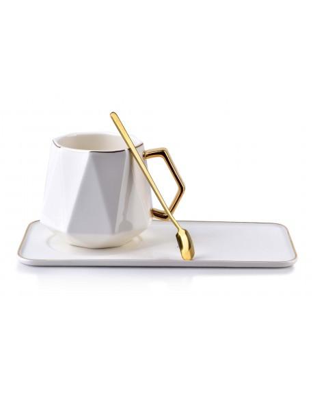 Filiżanka porcelanowa ze złotą łyżeczką