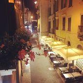 Po 17h jazdy z półrocznym Maluszkiem 👧🏼dotarliśmy do pierwszego punktu- Werona ❤️ Jednak się da z niemowlakiem i Mia była niesamowicie dzielna 🐒To tu za czasów studiów byłam na kilkumiesięcznym stażu w hotelu, w którym teraz nocujemy. Piękny jest! Polecam zatrzymanie się w nim. Uwielbiam tu wracać 😍#wakacje #wakacjezdzieckiem #italia #verona #urlop #rodzina